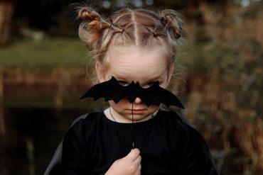 3 étapes simples pour réaliser un maquillage de poupée pour Halloween